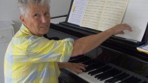 B.Heller am Klavier